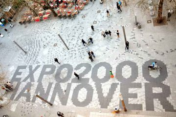 Expo_2000_Hannover,_Platz_der_Weltausstellung_By-Foto--Bernd-Schwabe-in-Hannover-(Own-work)-[CC-BY-SA-3.0],-via-Wikimedia-Commons