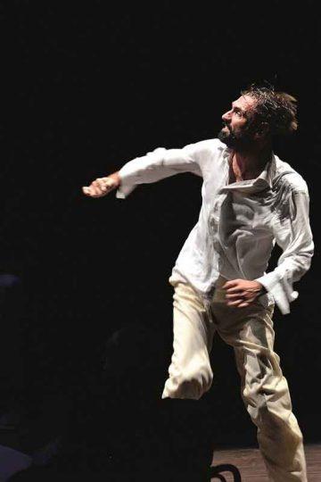 Fabrizio-Gifuni_Il-Dio-di-Roserio_Teatro-Franco-Parenti_photo-Filippo-Manzini-copyright-2014