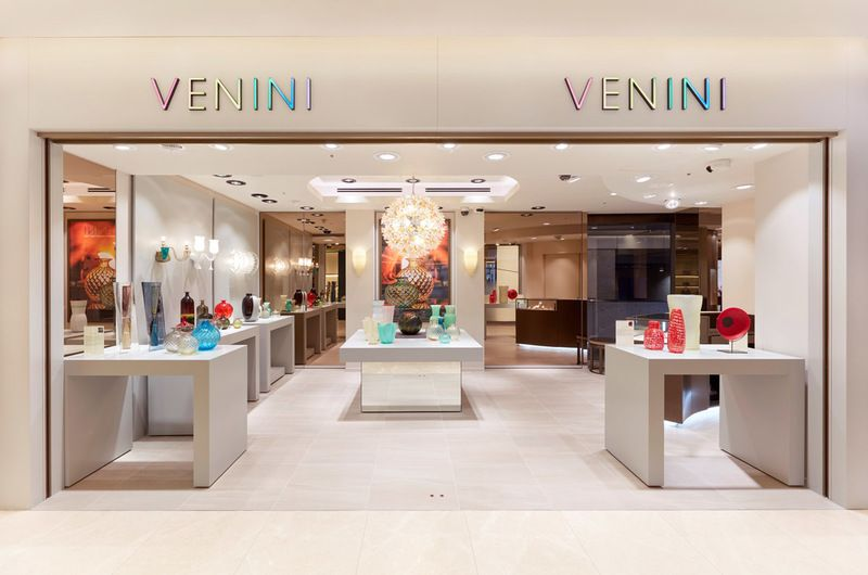Venini apre il suo primo flagship store a tokyo al ginza six