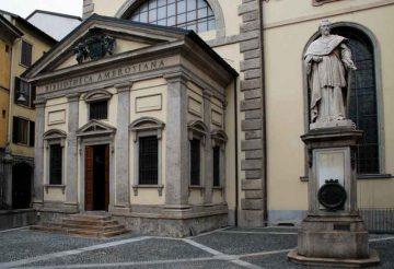 Biblioteca_Pinacoteca_Ambrosiana_2010_By-Elekhh-(Own-work)-[CC-BY-SA-3.0-or-GFDL],-via-Wikimedia-Commons
