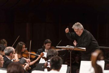 Claus-Peter-Flor-dirige-laVerdi®StudioHanninen-2480-(4)