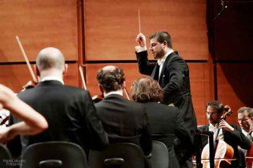 Jader-Bignamini-dirige-laVerdi-con-Maximilian-Hornung-al-violoncello-25-nov-2016---foto-Paolo-Dalprato--(2)