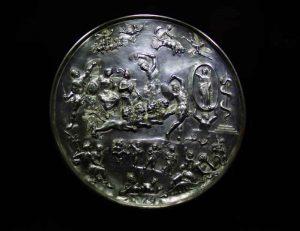 Patera_di_ParabiagoIsis_-_4th_century_AD_-_Museo_Archeologico_-_Milan_2014_©-José-Luiz-Bernardes-Ribeiro_,-via-Wikimedia-Commons