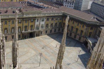Milano, Palazzo Reale dal tetto del Duomo. [Foto_Giovanni_Dall'Orto_-_18-jul-2003_By G.dallorto (Own work) [Attribution], via Wikimedia Commons].