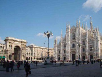 Milano_Piazza-del-Duomo_By Arbalete (Own work) [Public domain], via Wikimedia Commons