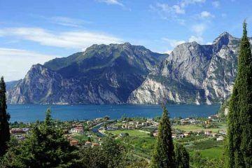 Lago-di-Garda_CC0-Creative-Commons_via-Pixabay