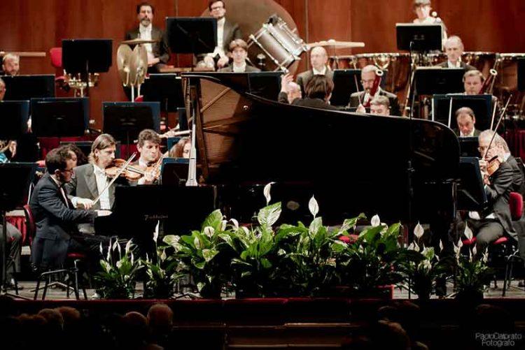 Luca-Buratto-con-laVerdi-diretta-dal-M°-Zhang-alla-Scala---foto-Paolo-Dalprato-(5)