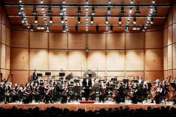 Roberto-Polastri-dirige-laVerdi-con-Martin-al-piano---foto-Paolo-Dalprato