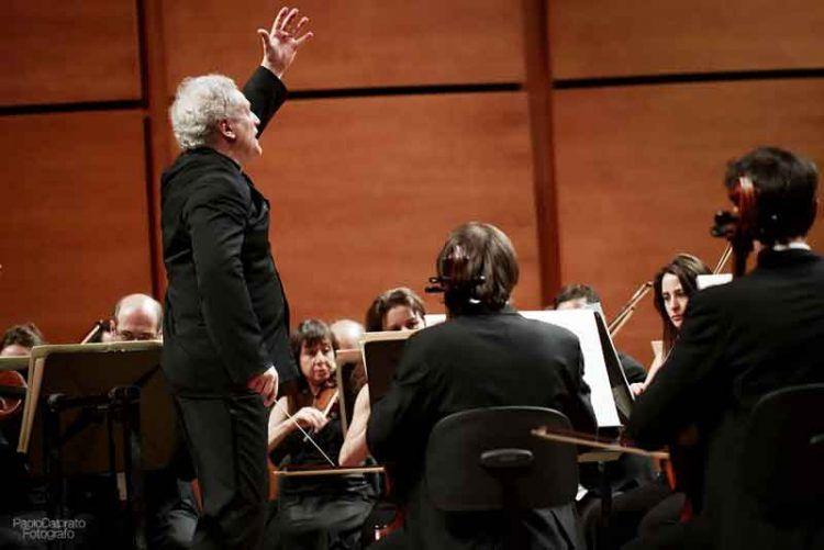Patrick Patrick Fournillier dirige laVerdi con Paolo Grazia solista all'oboe - foto Paolo Dalprato