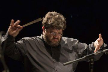 Il Maestro Carlo Boccadoro dirige l'Orchestra Sinfonica di Milano Giuseppe Verdi.