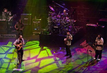 [Image: Dave Matthews Band live in Melbourne - Diliff [CC BY-SA 3.0], via Wikimedia Commons]