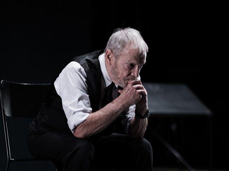 """Umberto Orsini al Piccolo Teatro Grassi in """"Il costruttore Solness"""" di Ibsen - photo by Alessandro Serra"""
