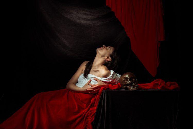 La compagnia Teatri 35, che ha già dato vita ai dipinti di Caravaggio, interpreterà i dipinti preraffaelliti in vibranti tableaux vibants.