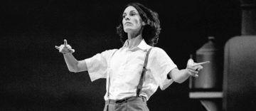 """Lucinda Childs in """"Einstein on the Beach"""" di Philip Glass – Robert Wilson, Teatro La Fenice, Venezia, 1976 - foto di Lelli e Masotti, in mostra a MUSICHE - Palazzo Reale"""