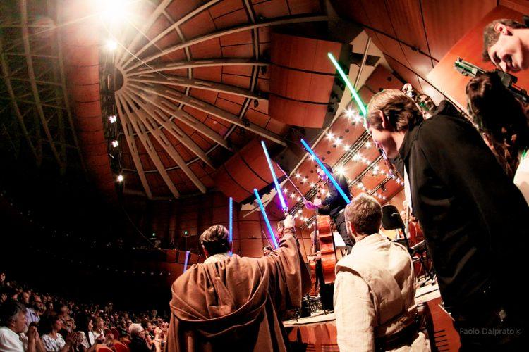 Il Maestro Simone Pedroni dirige laVerdi in Star Wars - foto Paolo Dalprato