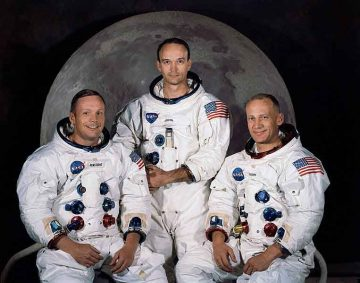 L'equipaggio dell'Apollo 11: Neil Armstrong, Michael Collins e Buzz Aldrin - NASA [Public domain], via Wikimedia Commons