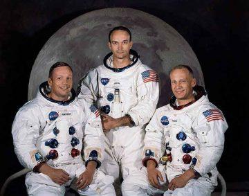 L'equipaggio dell'Apollo 11: Neil Armstrong, Michael Collins e Buzz Aldrin - NASA [Public domain], via Wikimedia Commons