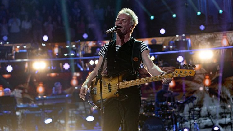 Sting in concerto - Raph_PH [CC BY 2.0], via Wikimedia Commons