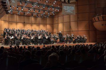 Orchestra e coro sinfonico nel Requiem di Verdi -Studio Hanninen