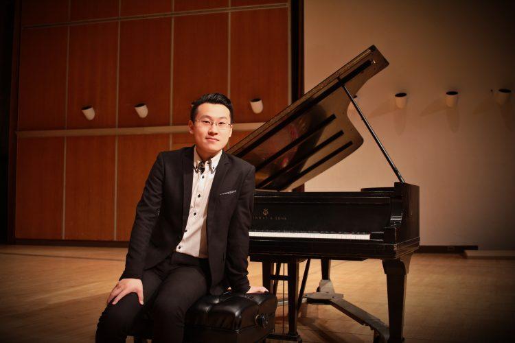 Lin Ye è uno dei tre talentuosi giovani pianisti che accompagneranno l'Orchestra Verdi