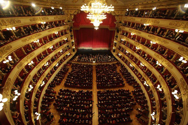 """La """"Traviata"""" di Verdi da settembre al Teatro alla Scala."""